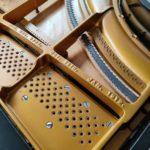 En cours en l'atelier du piano gaillacois ... Piano à queue 1900 New York Kohler & Campbell cadre repeint